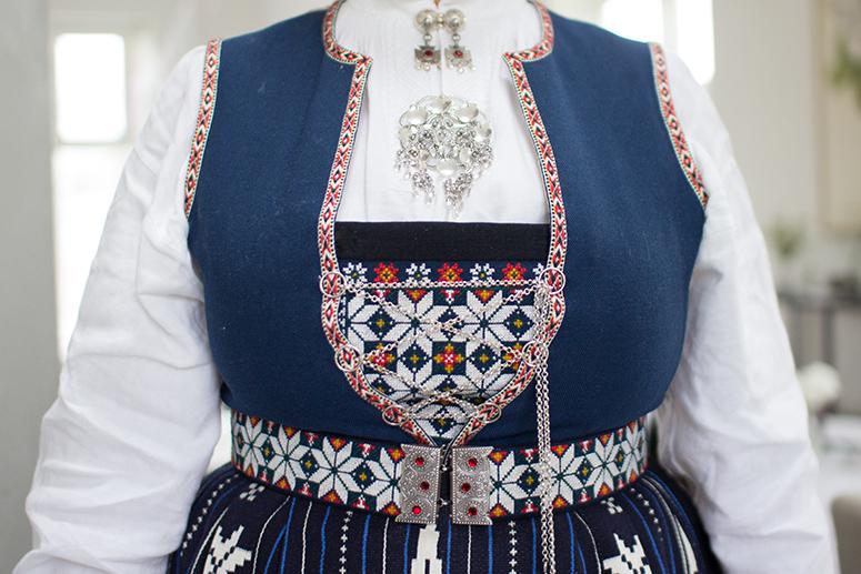 Kvinnebunad fra Sunnhordland, frontstykke.